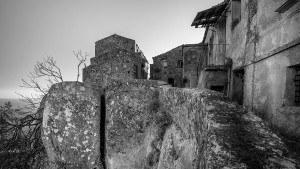 Ferruzzano Antico, il paese scavato nella roccia